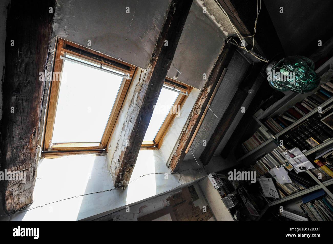 a studio in an attic with skylight- un estudio en un ático con claraboya - Stock Image