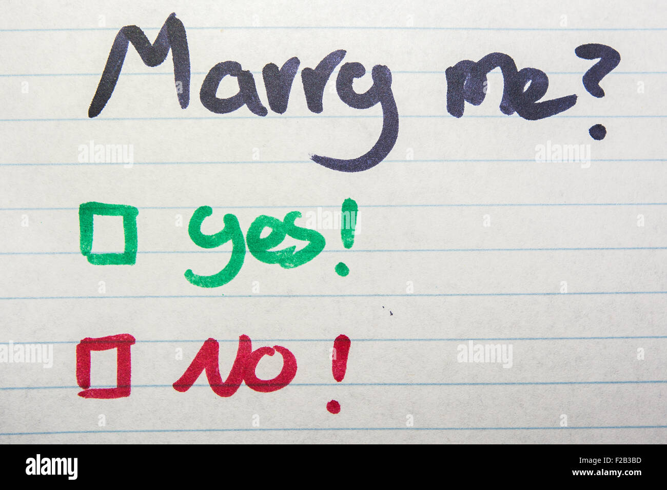 Do you marry me, yes or no written on piece of paper - Stock Image