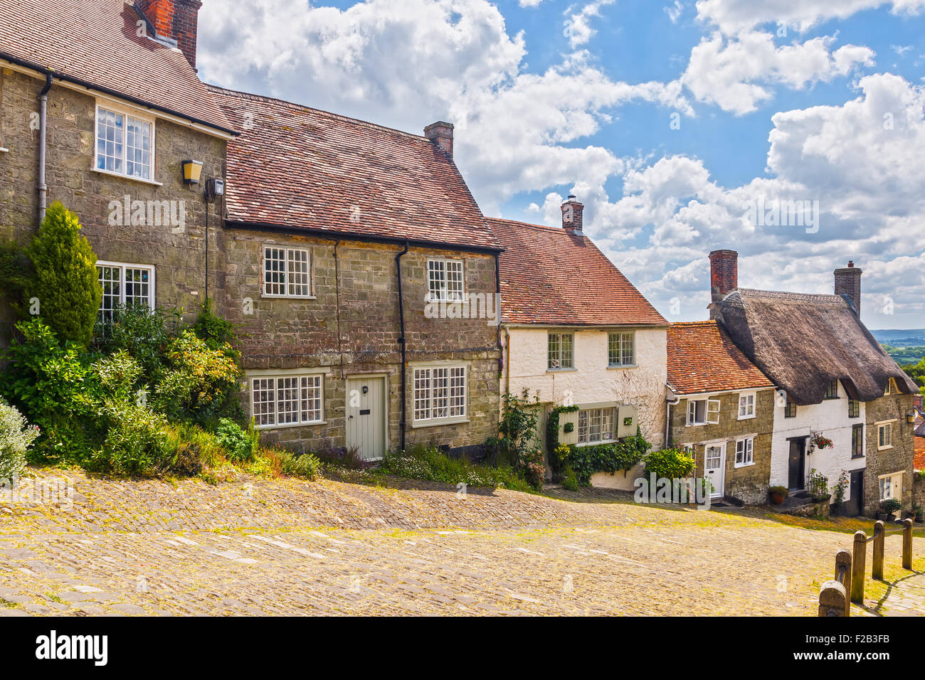 Famous view of Picturesque cottages on cobbled street at Gold Hill, Shaftesbury Dorset England UK Europe - Stock Image