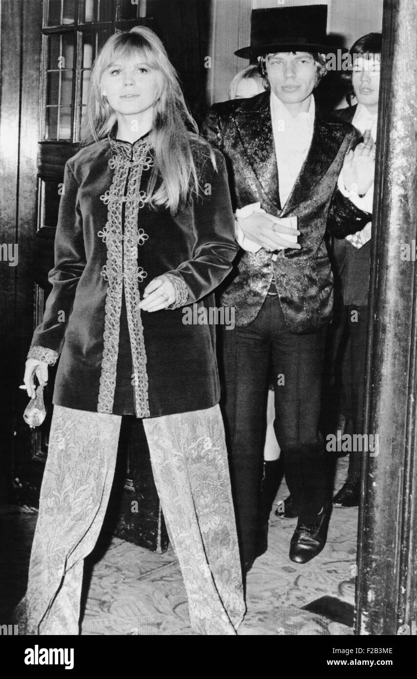 Singer Mick Jagger, and his girlfriend Marianne Faithfull arrive at the Royal Opera House. They attended the gala - Stock Image