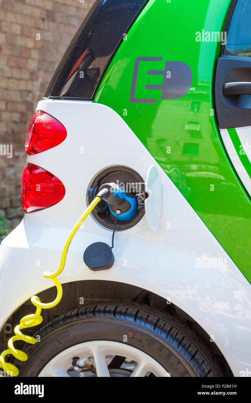 Smart fortwo electric drive Electric car at an electric car charging point in Rome Roma Lazio Italy EU Europe - Stock Image