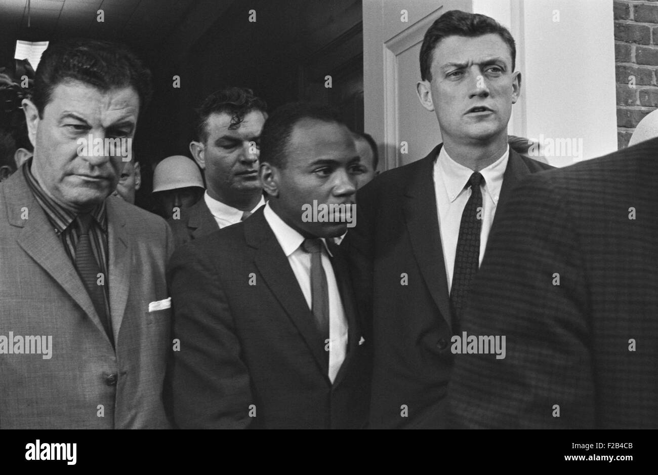 James Meredith accompanied by U.S. Marshals at the University of Mississippi. Oct. 1, 1952. His admission to the - Stock Image