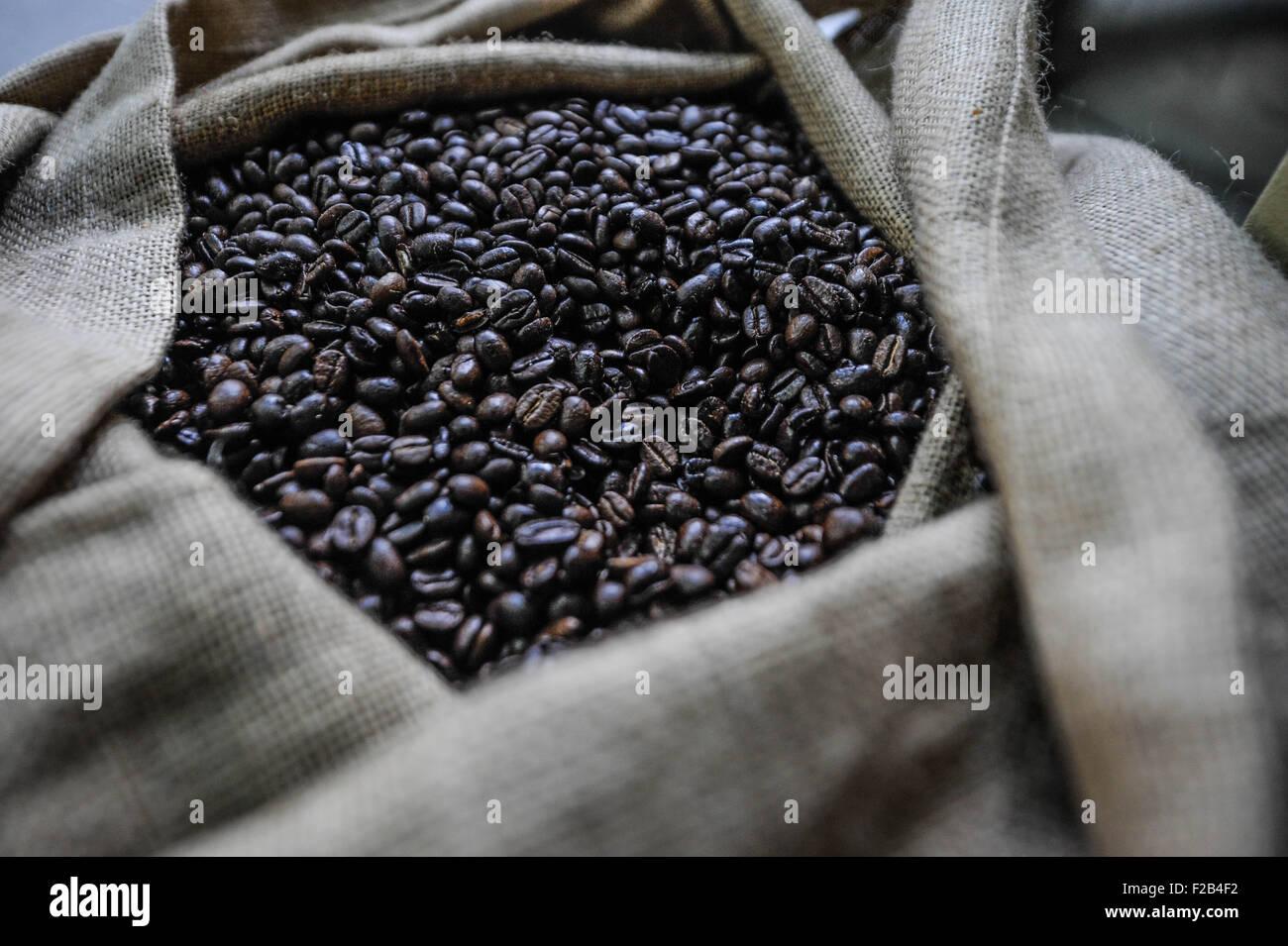 Coffee bean in San Miguel Market-grano de café en el mercado de San Miguel - Stock Image