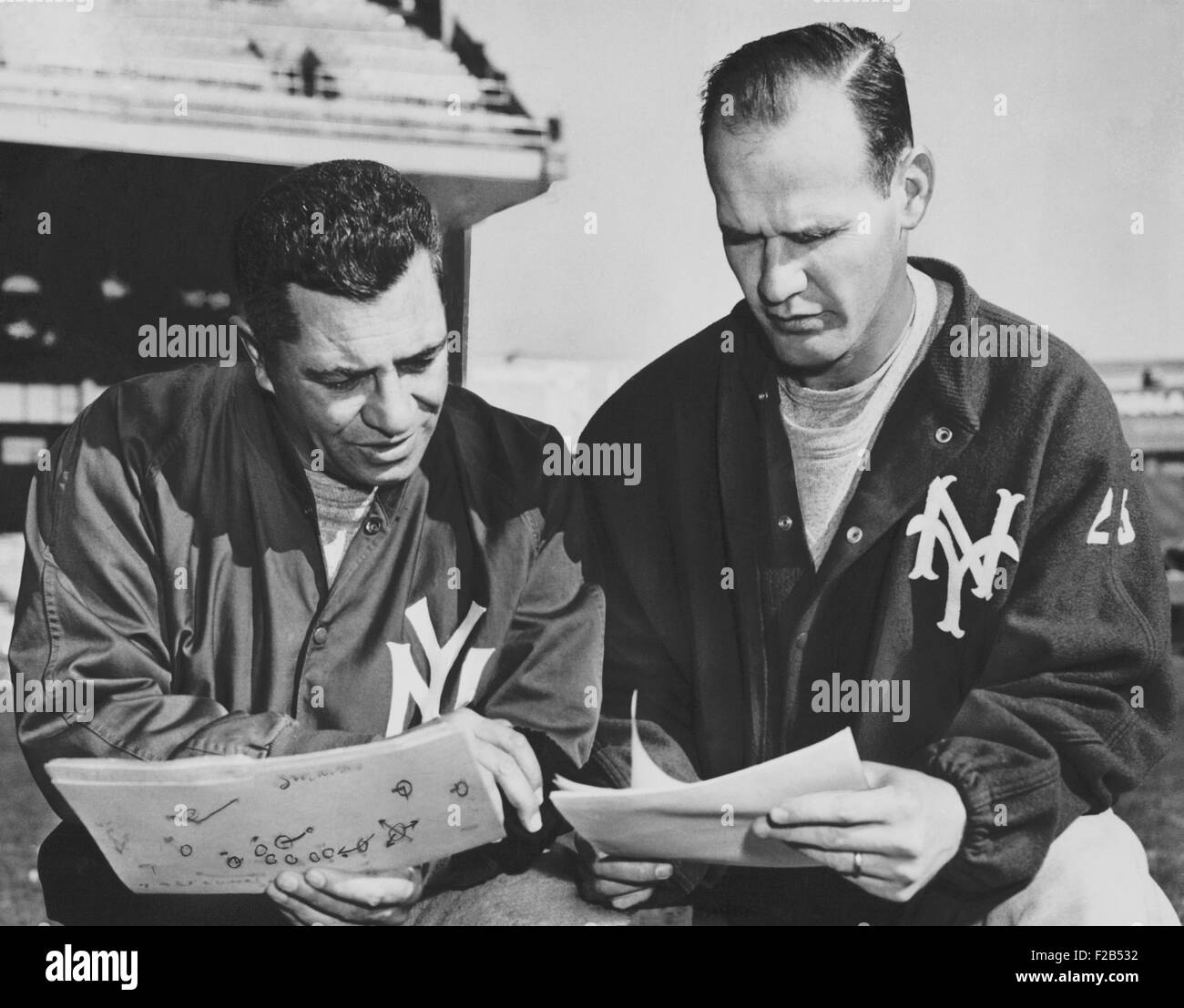 NY Giants coaches, Tom Landry and Vince Lombardi reviewing play charts, Nov. 15, 1958. - (BSLOC_2015_1_115) - Stock Image