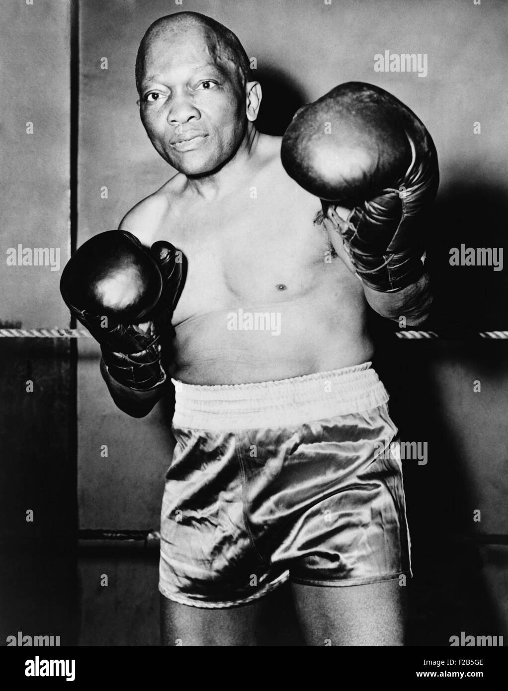 Former Heavyweight champion Jack Johnson in boxing pose. Ca. 1930s. - (BSLOC_2014_17_144) - Stock Image