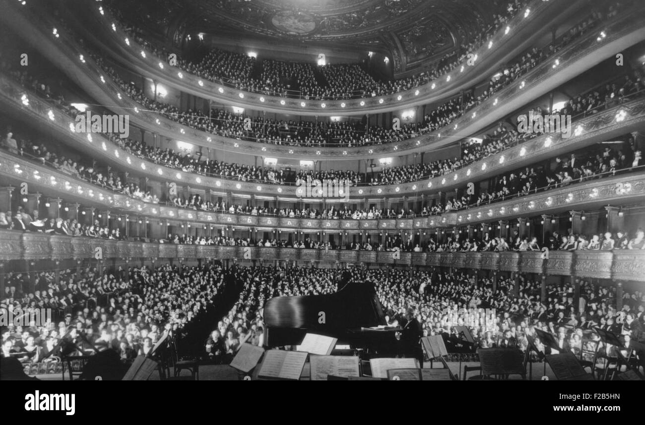 Metropolitan Opera House during a concert by pianist Josef Hoffmann, Nov. 28, 1937. - (BSLOC_2014_17_116) - Stock Image