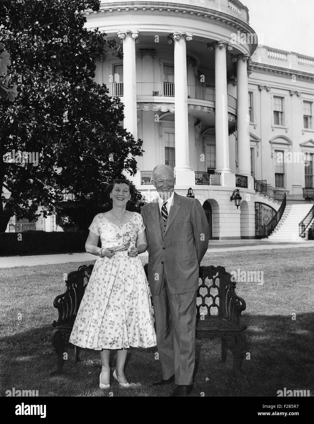 Dwight and Mamie Eisenhower on White House Lawn. Ca. 1953-1960 - (BSLOC_2014_16_85) - Stock Image