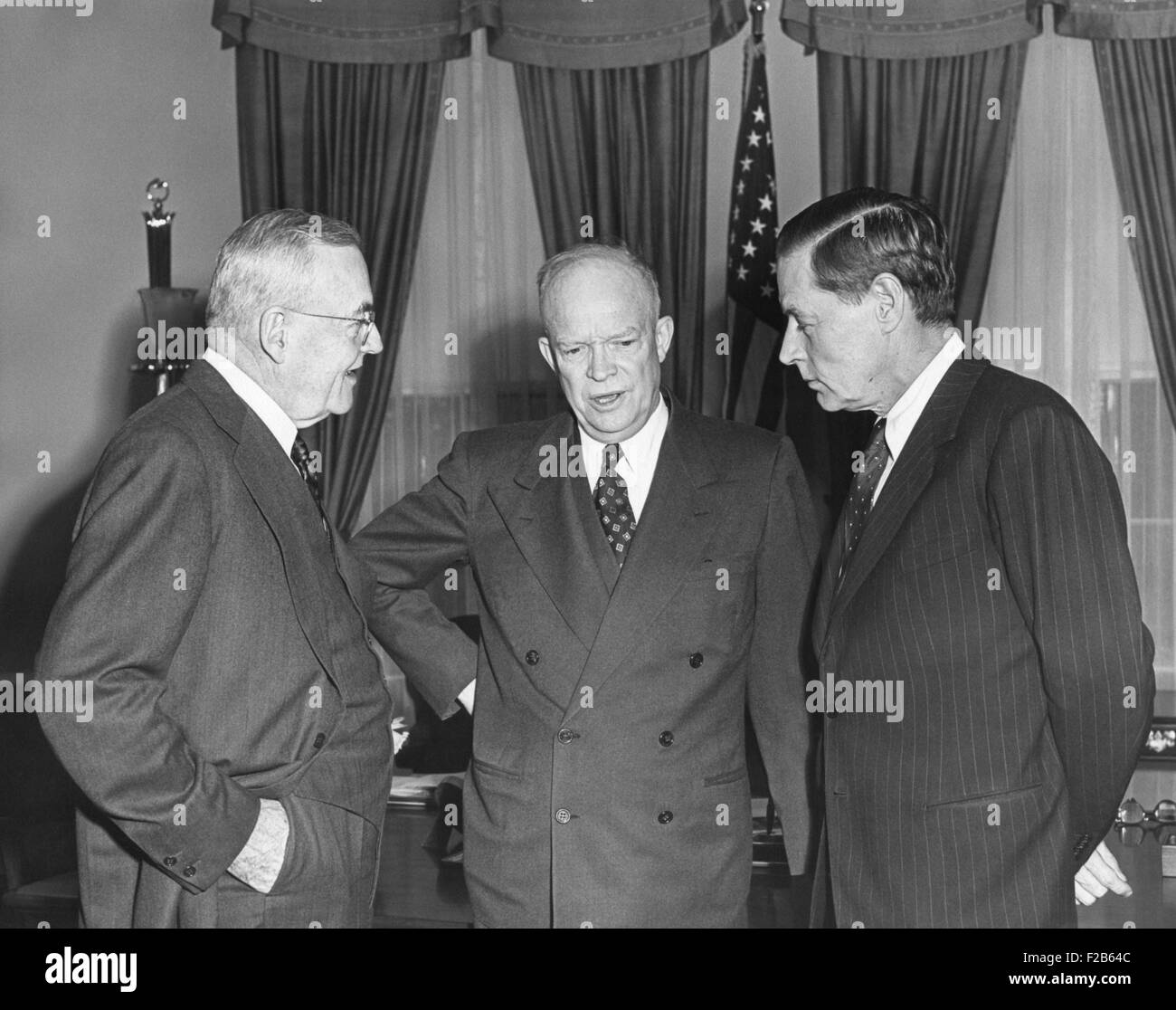 President Eisenhower in conversation with Sec. of State John Foster Dulles and Charles Bohlen. Bolan (at right) - Stock Image