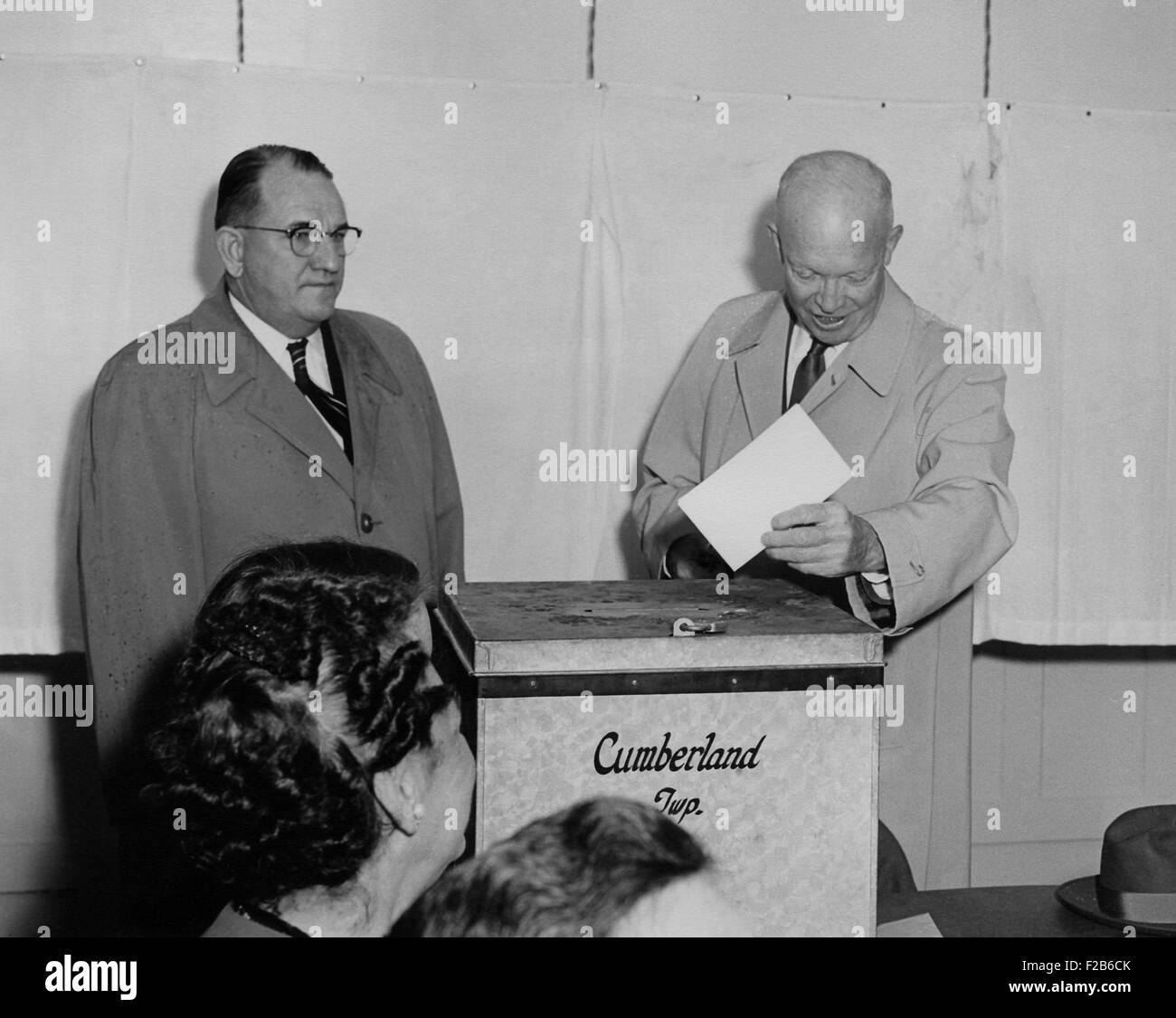 President Eisenhower voting 1956 at the Cumberland County Election House. Nov. 6, 1956. It was near the President's - Stock Image