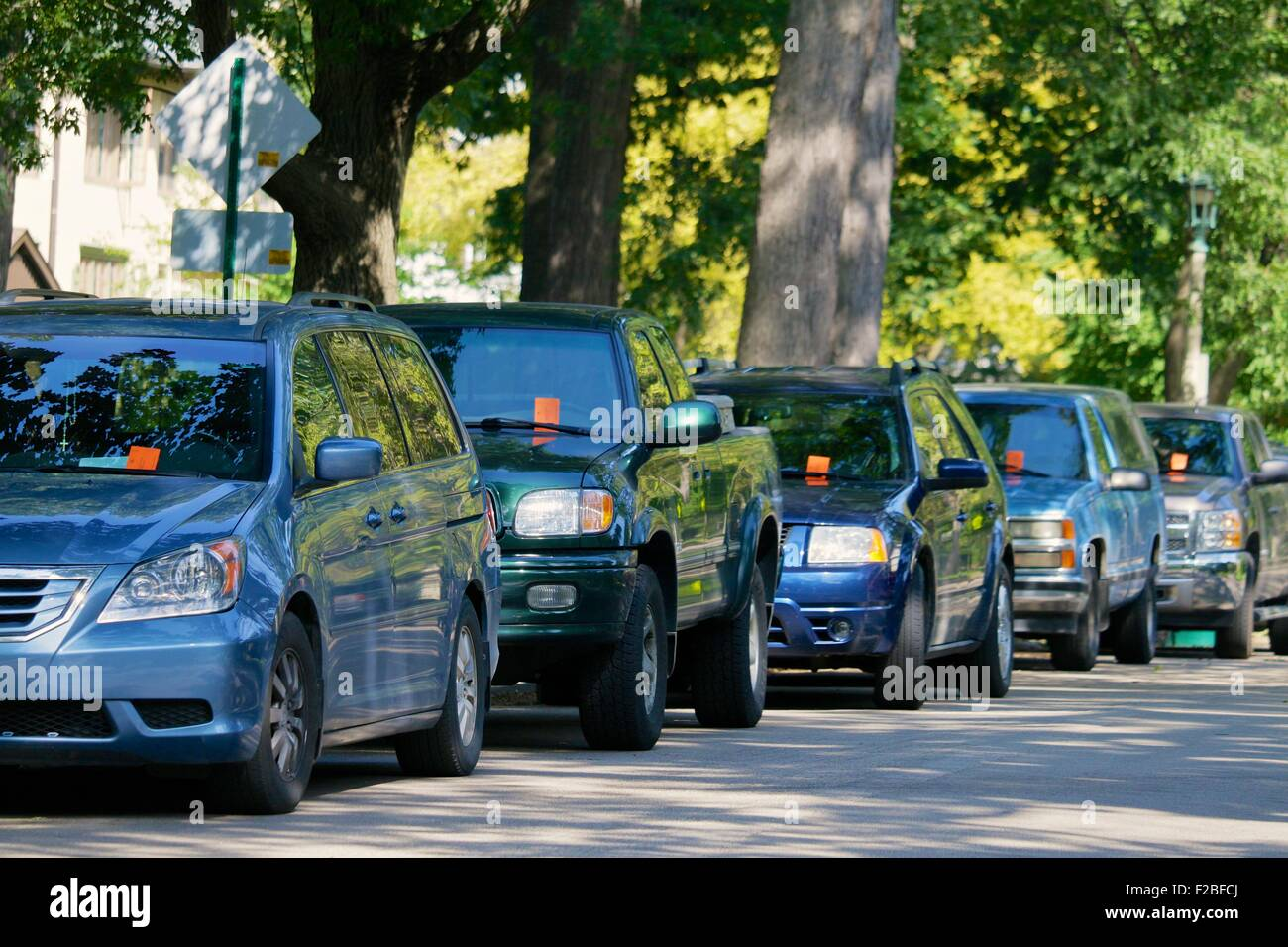 Oak Park, IL, USA. 15th September 2015. Five of the several cars tagged with parking tickets on north Kenilworth - Stock Image