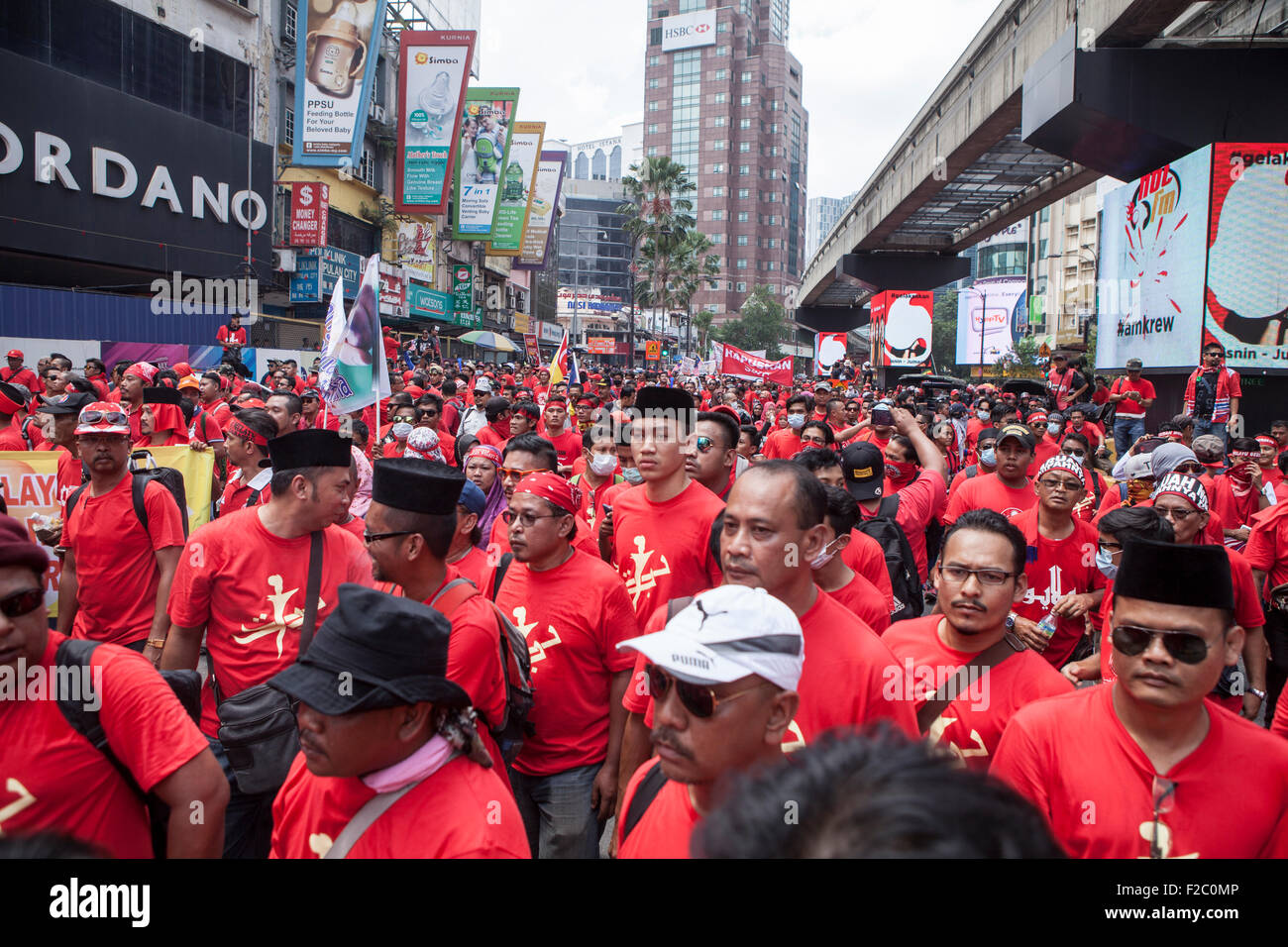 Kuala Lumpur, Malaysia. 16th Sep, 2015. Pro-government red shirt protesters take part in a demonstration in Kuala - Stock Image