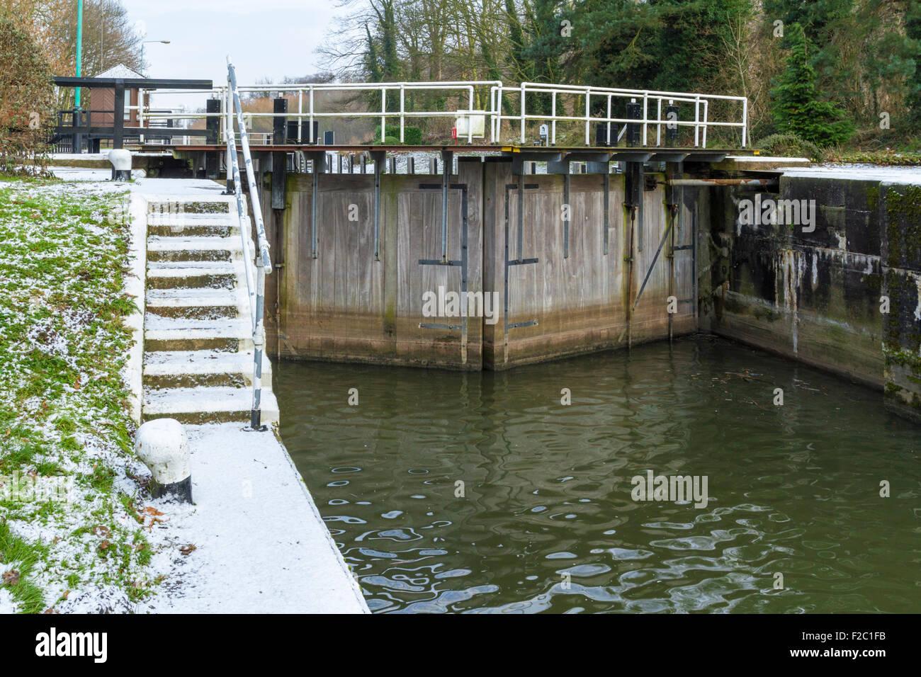 Stoke Lock gates in winter, on the River Trent, Stoke Bardolph, Nottinghamshire, England, UK - Stock Image