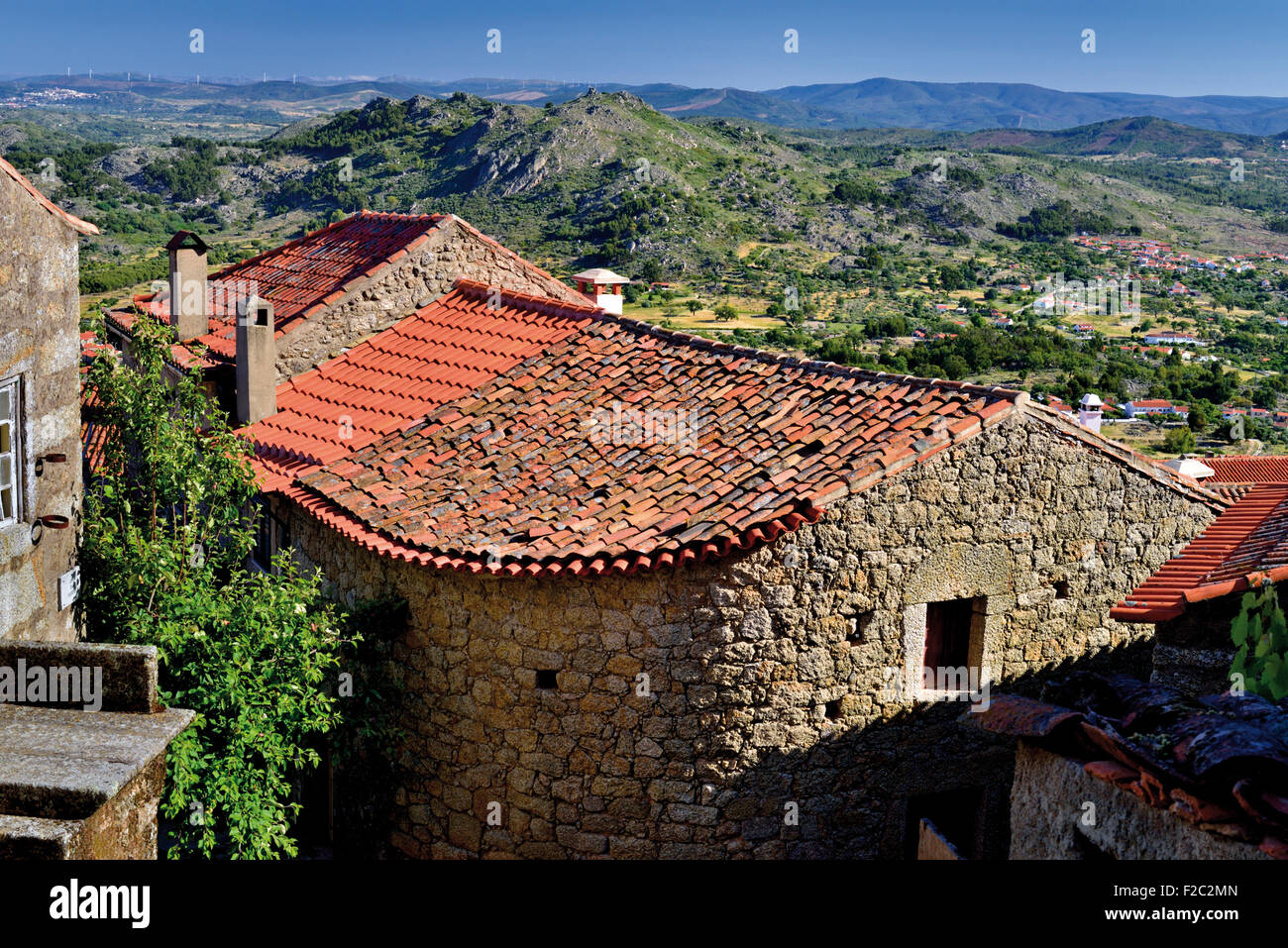 Portugal: Stone houses and view in mountain village Monsanto - Stock Image