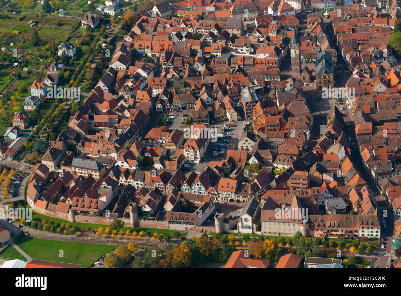 France, Bas Rhin (67), Obernai town, fortification wall  (aerial view)  // Bas Rhin (67), ville d'Obernai, remparts Stock Photo