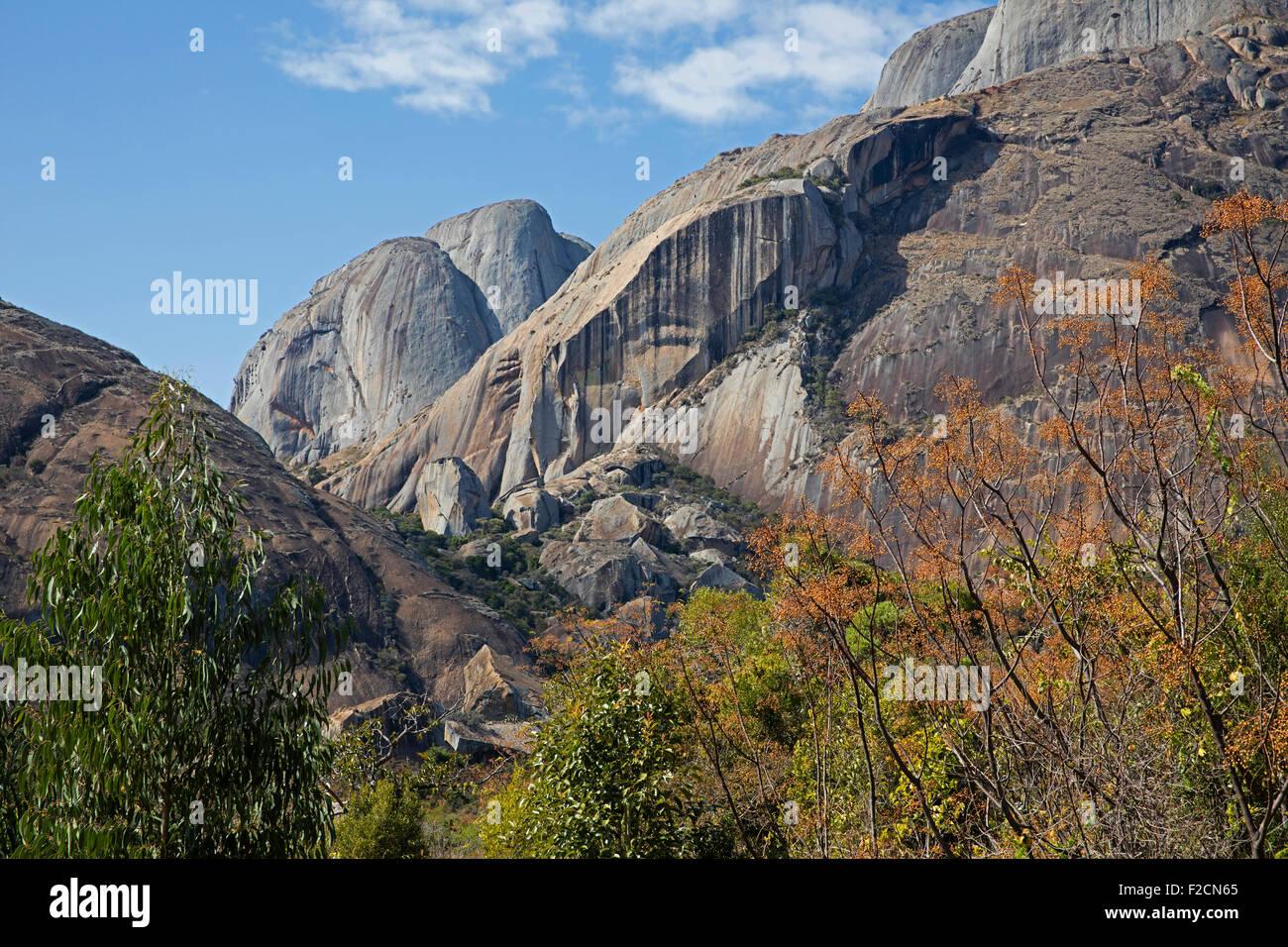 Granite cliffs in the Anja Community Reserve near Ambalavao, Haute Matsiatra, Madagascar, Southeast Africa - Stock Image