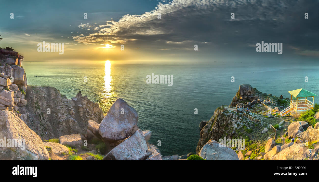 Sunstar on Vung Ro Bay - Stock Image