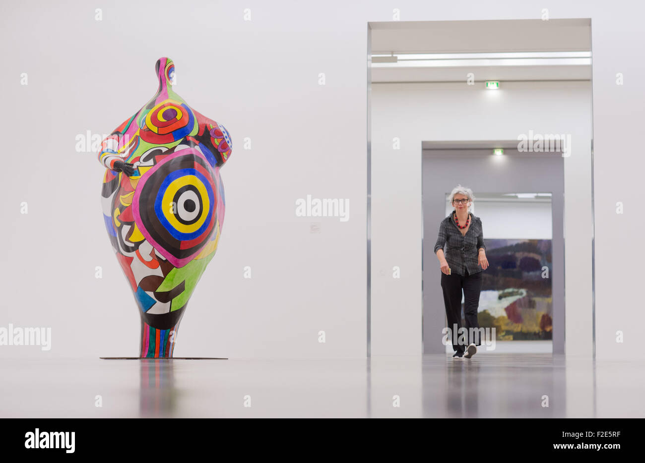 Hanover, Germany. 17th Sep, 2015. Curator of the museum, Gabriele Sand stands in front of art works by artists Niki Stock Photo