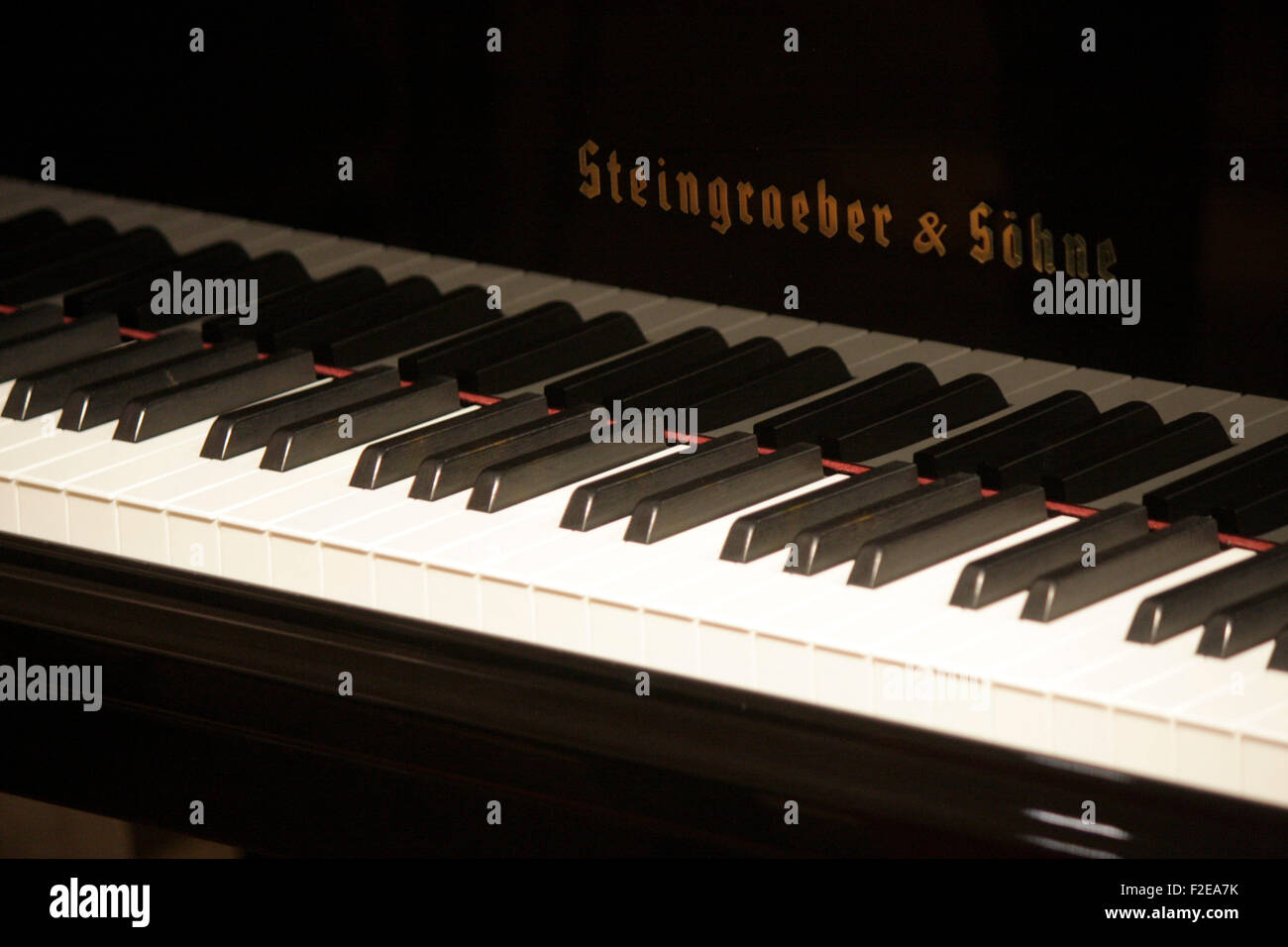 Concert Grand Piano Stock Photos & Concert Grand Piano Stock Images ...