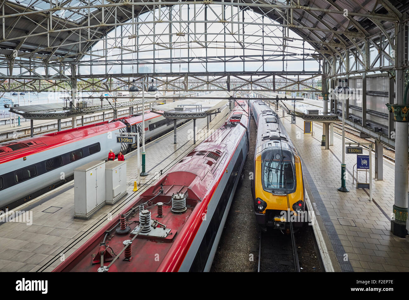 Manchester Piccadilly railway station a Voyager ready to depart for the cross-country service   Manchester Piccadilly - Stock Image