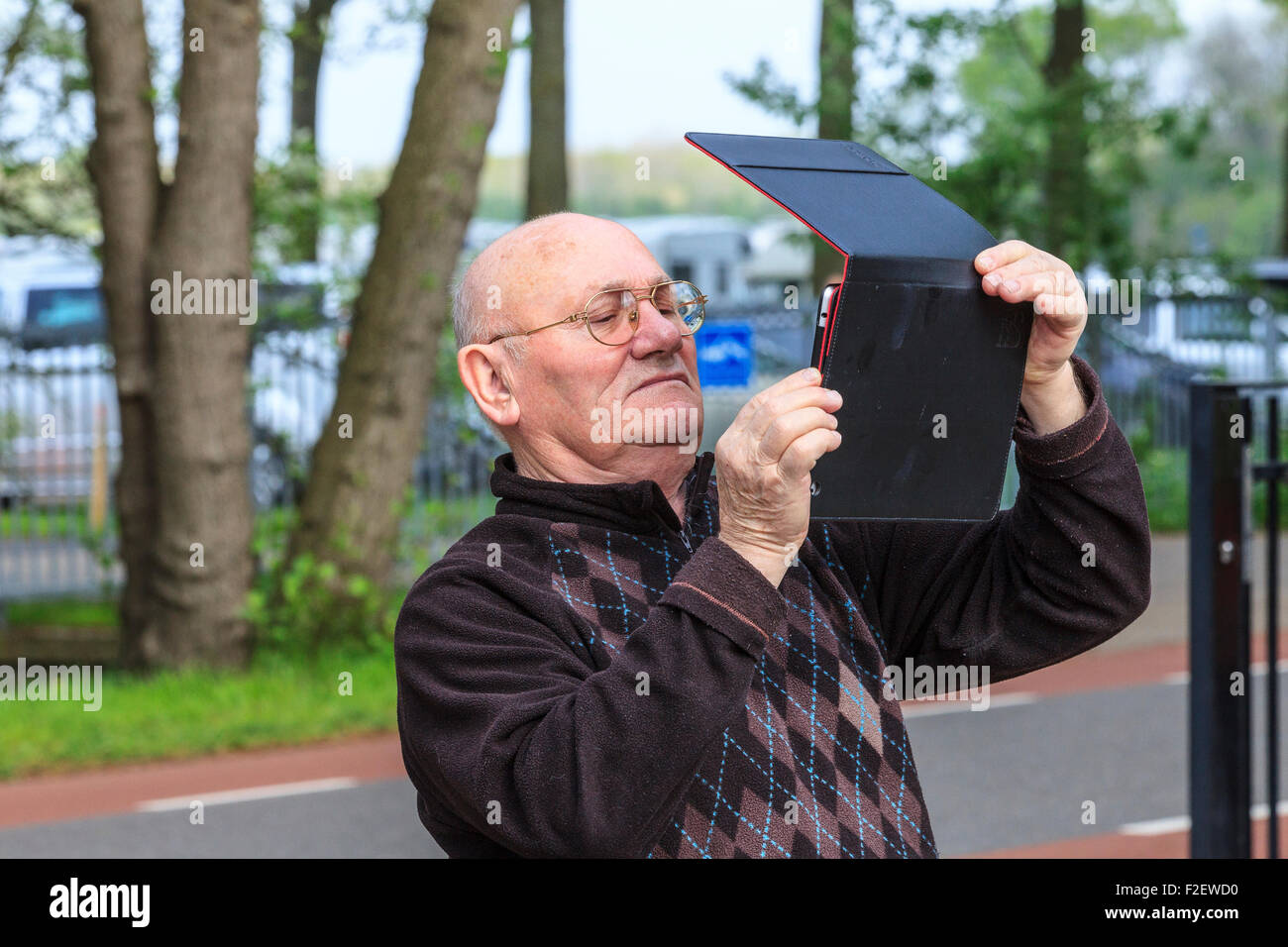 man taking picture photograph with tablet computer - Stock Image