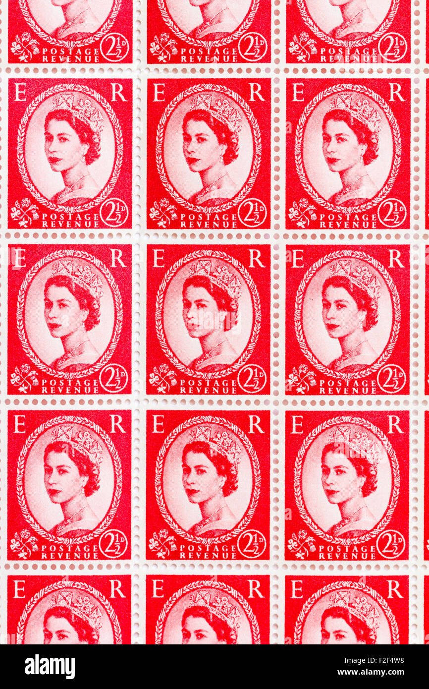 Sheet of 1950's British Royal Mail 2½d red postage stamps from the Wildings definitive issue with portrait - Stock Image