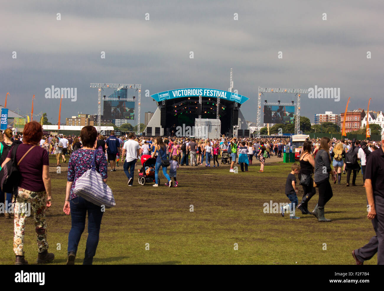Victorious Festival Common (main) stage showing the crowds, cloudy weather and the atmosphere of the day. Stock Photo