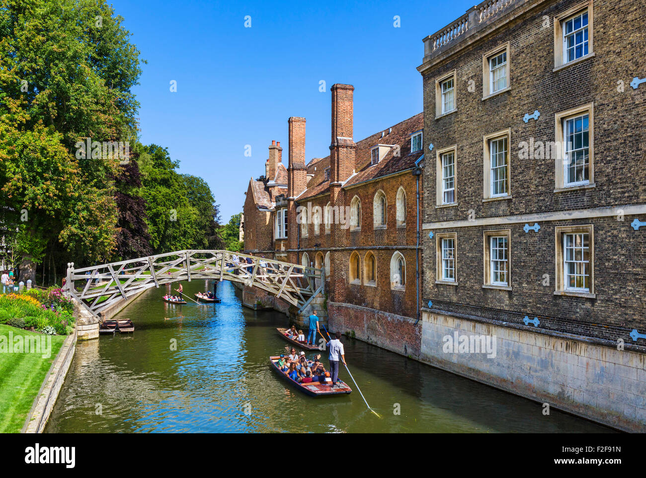 River Cam from Silver St Bridge looking towards Mathematical Bridge with Queen's College on right, The Backs, - Stock Image