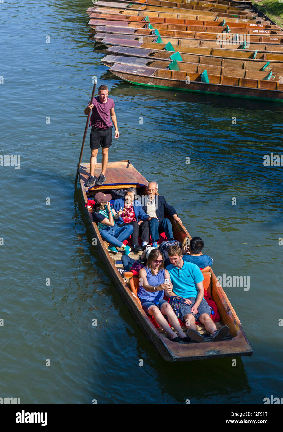 Tourists on a punt trip along the River Cam viewed from the Garret Hostel Bridge, The Backs, Cambridge, England, - Stock Image