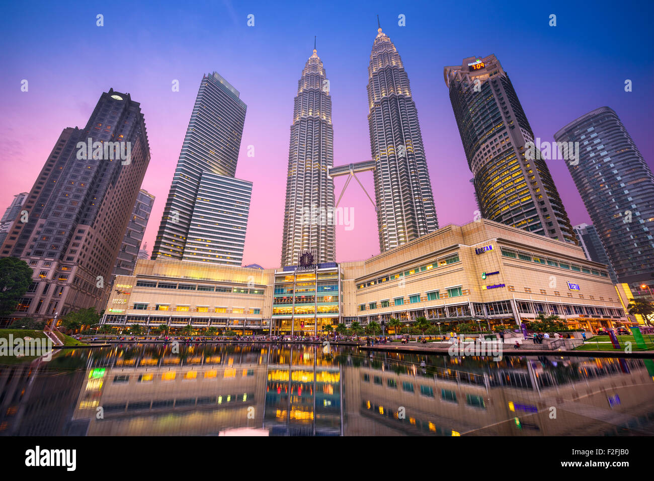 The Petronas Towers viewed from KLCC Park at twilight. - Stock Image