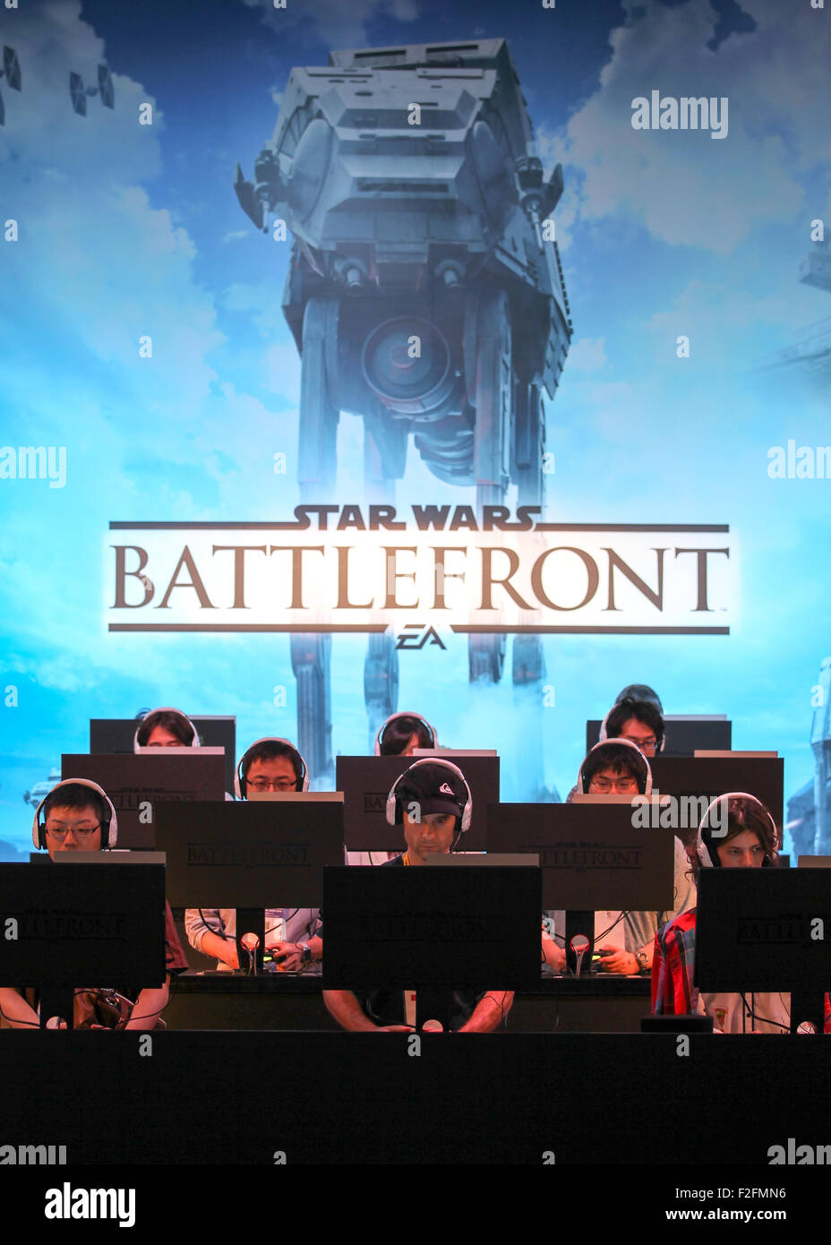 Chiba, Japan. 17th Sep, 2015. Visitors play the Star Wars Battlefront video game at the Tokyo Game Show 2015 on - Stock Image