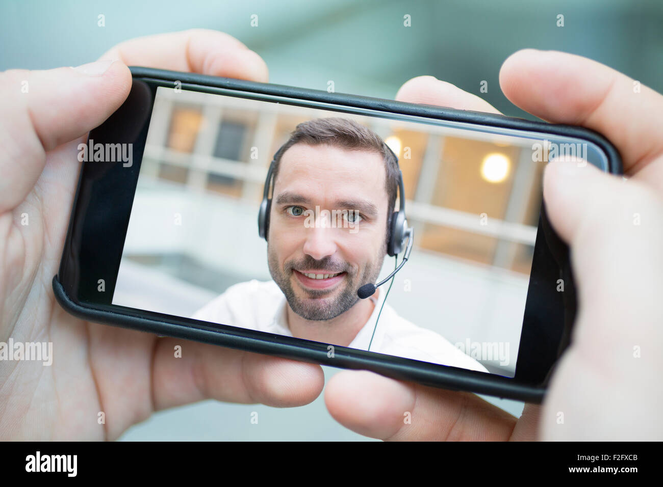 Businessman chatting with smart phone - Stock Image