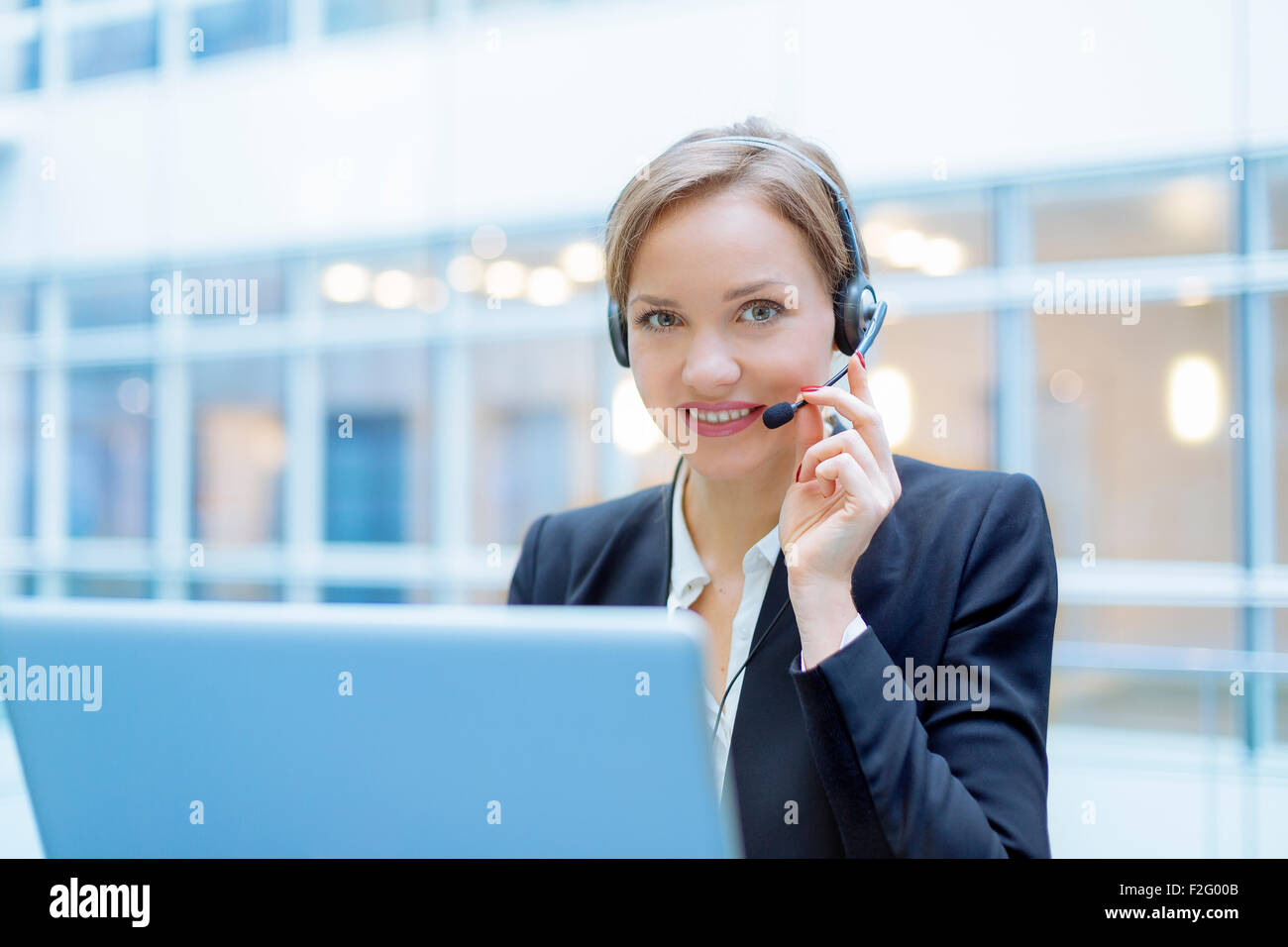 Operator talking on microphone - Stock Image