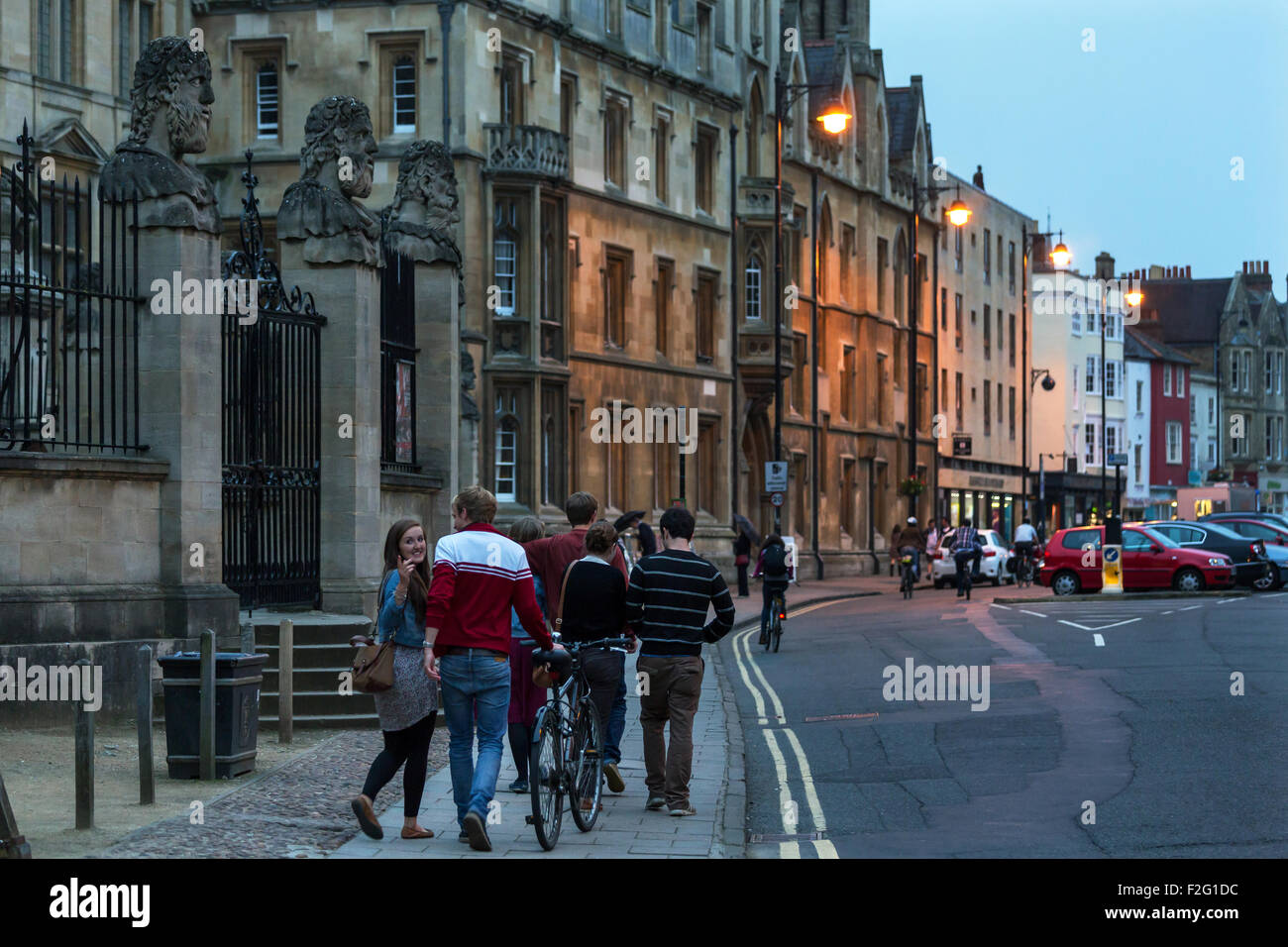 01.06.2012, Oxford, South East England, United Kingdom - Students in the streets of the Old Town, left the Museum - Stock Image