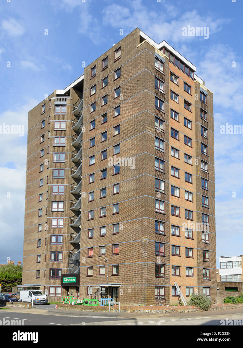 Kingmere Flats - Large residential tower block of flats in Littlehampton, West Sussex, England, UK. - Stock Image