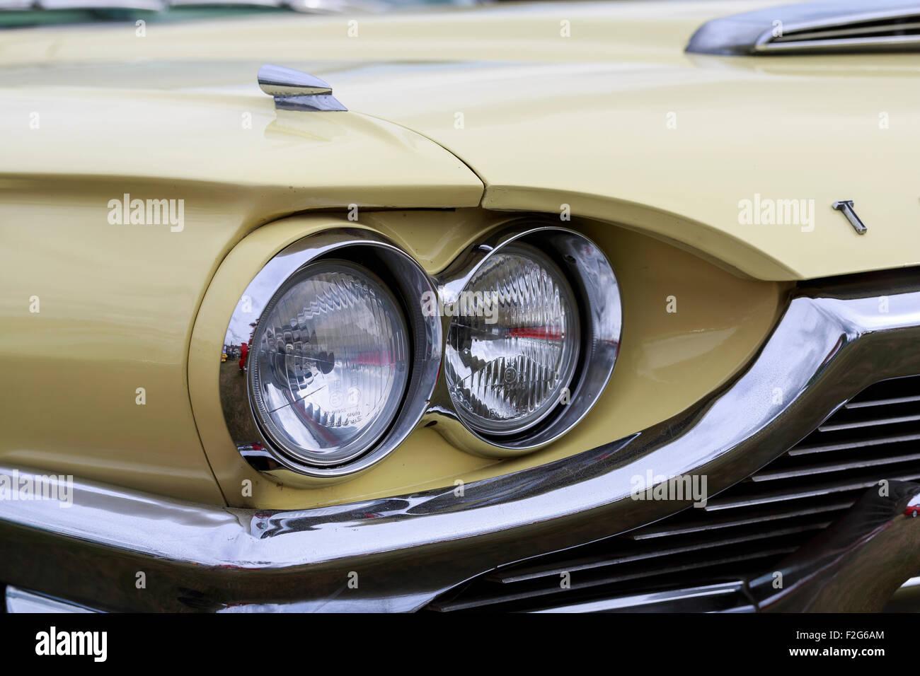 Ford Thunderbird 1950s twin headlamp detail - Stock Image