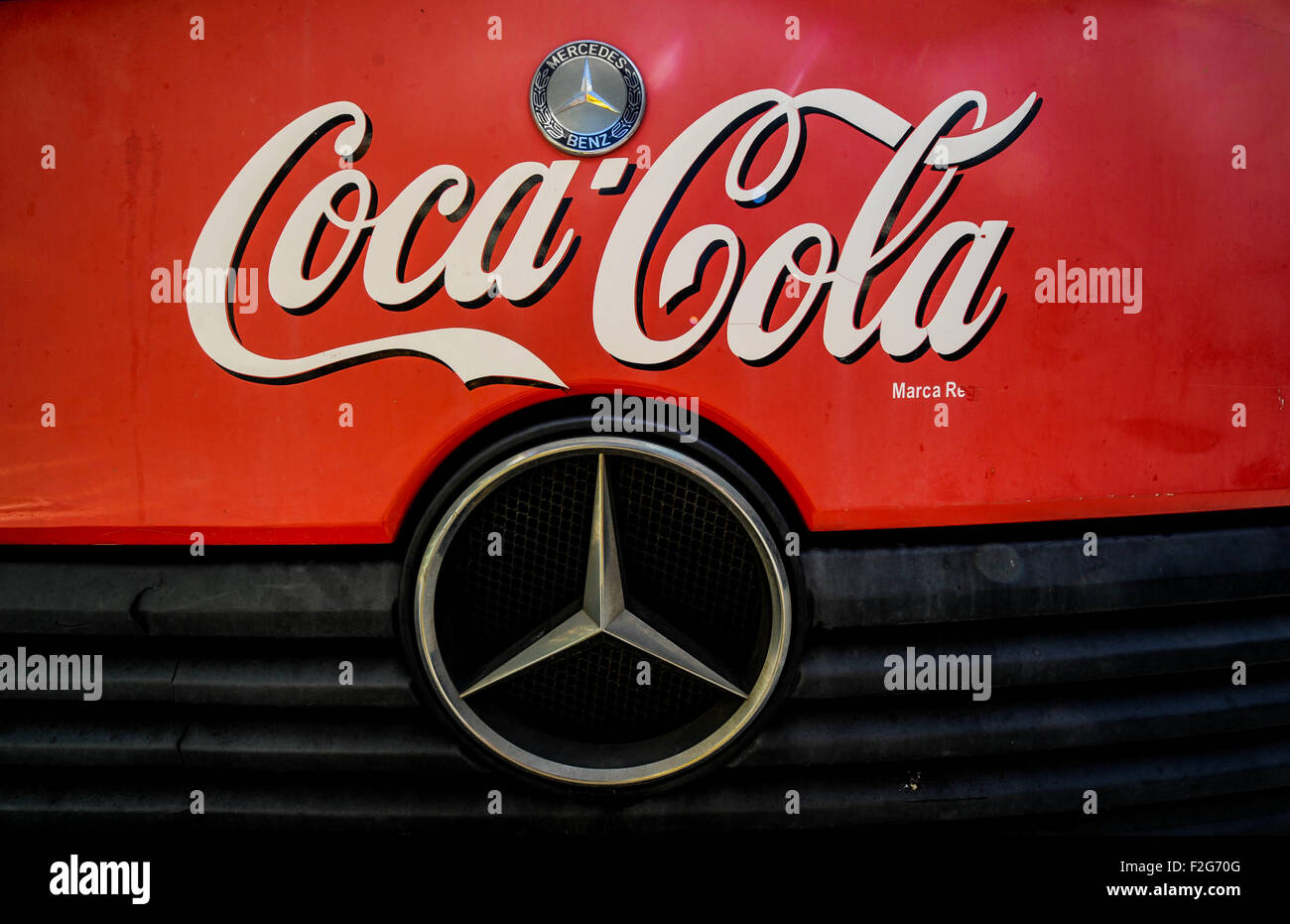delivery truck of Coca Cola, Mercedes-Benz- el camión de reparto de Coca Cola, Mercedes-Benz - Stock Image