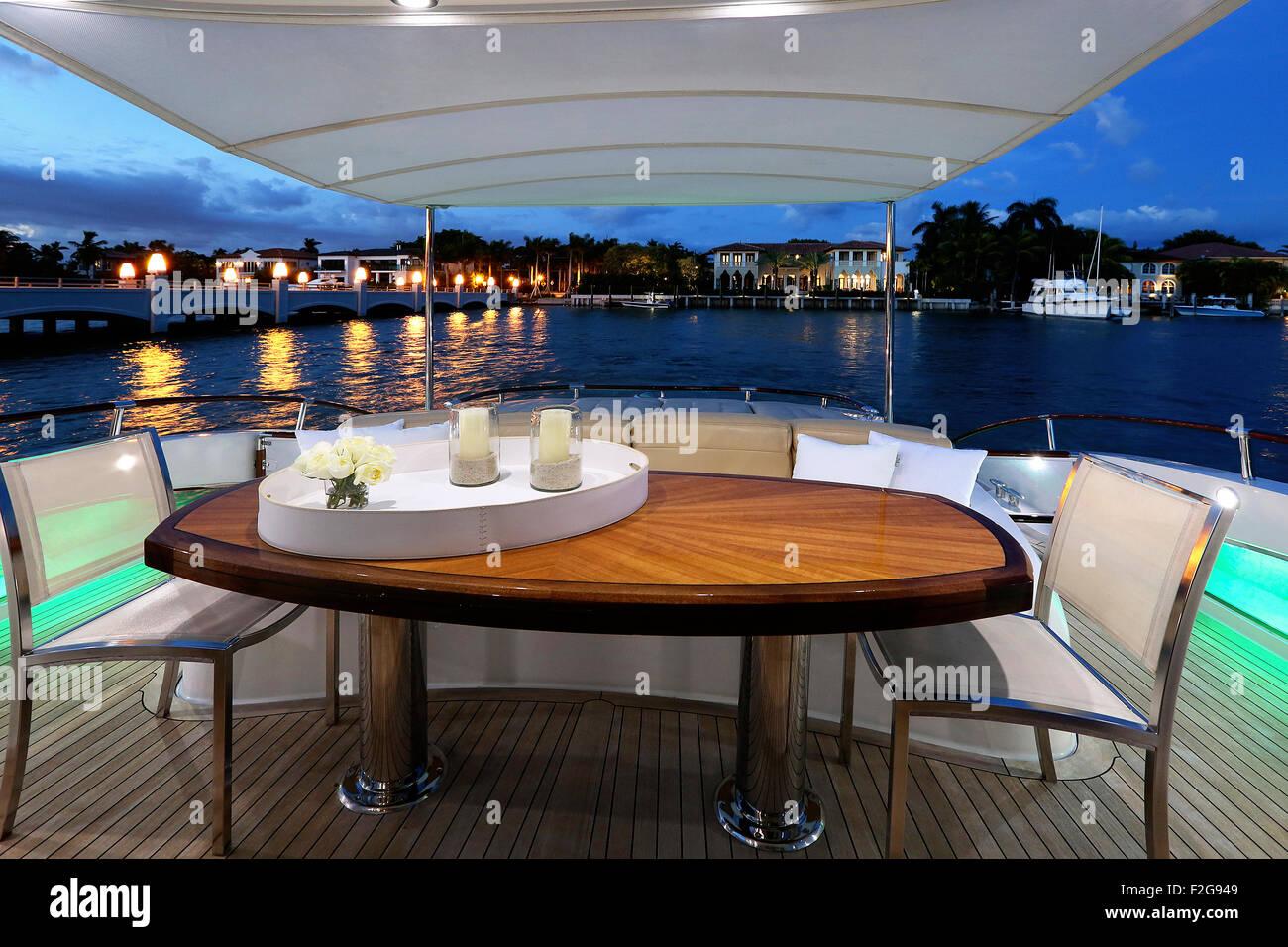 Outdoor dining area on luxury yacht - Stock Image