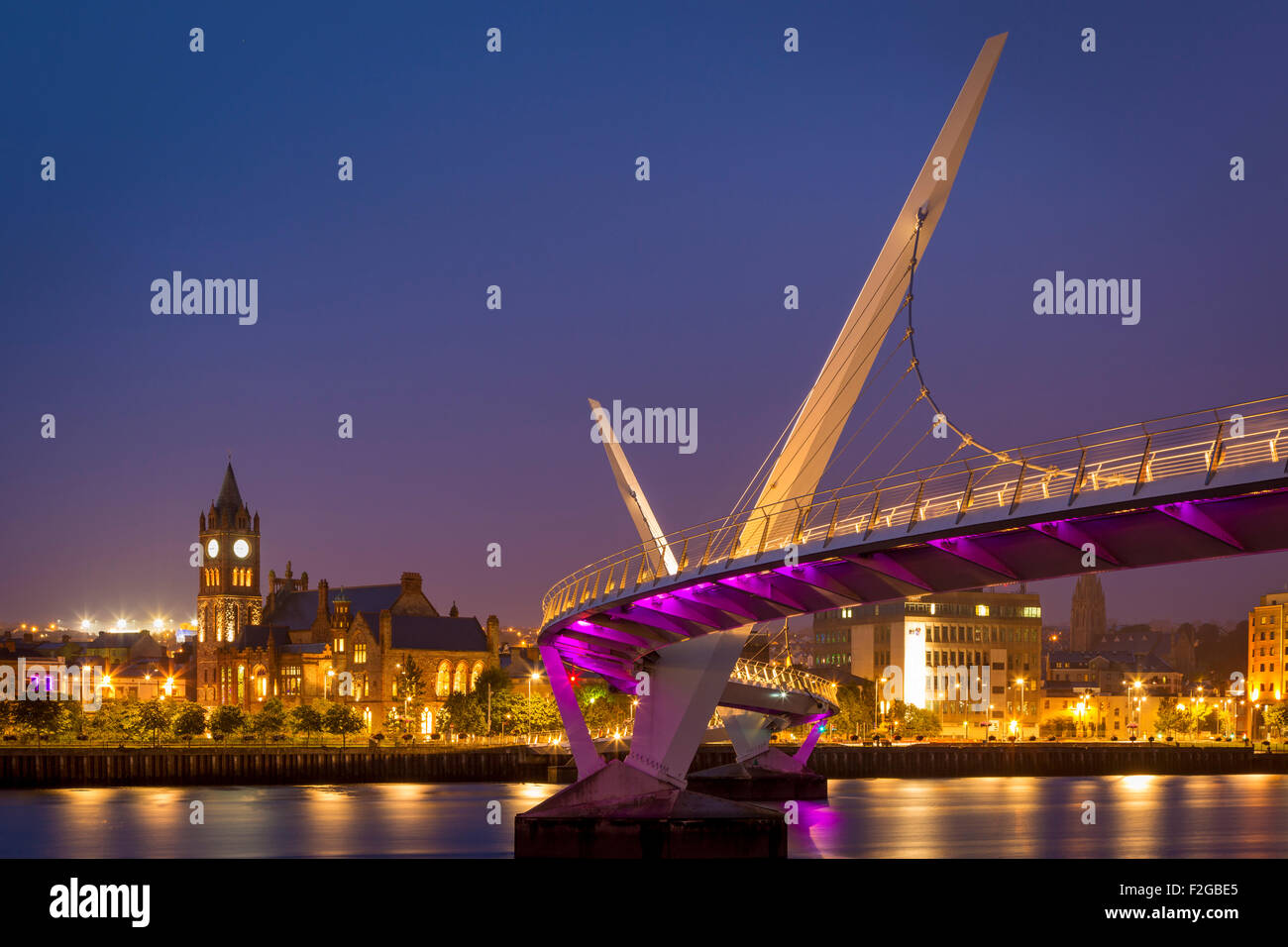 Twilight over the Peace Bridge and skyline of Londonderry/Derry, County Londonderry, Northern Ireland, UK - Stock Image