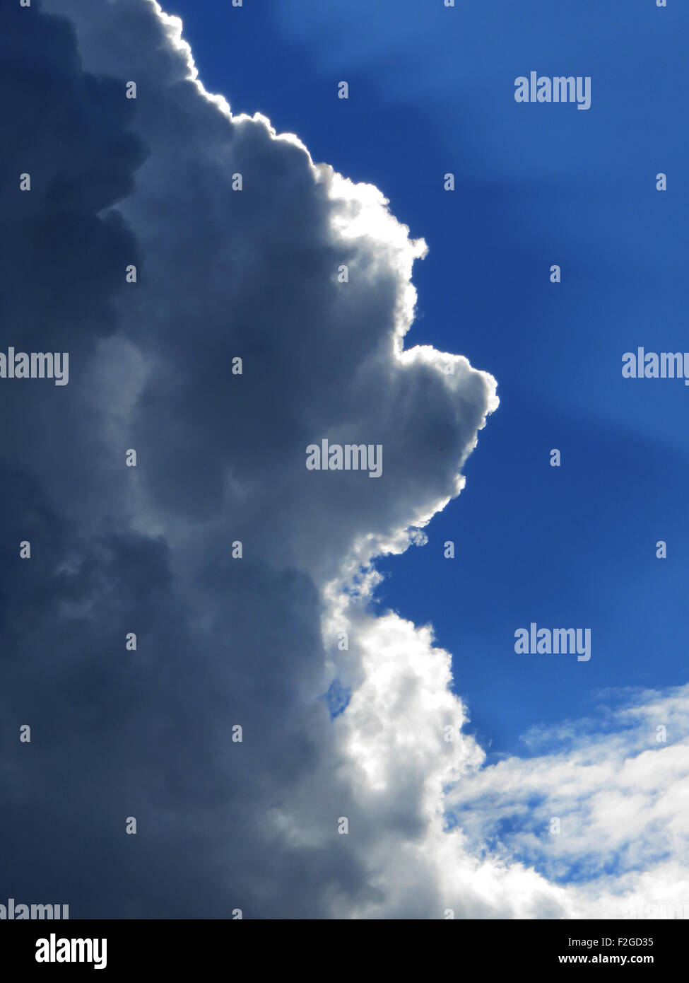 CLOUD WITH SILVER LINING. Photo Tony Gale - Stock Image