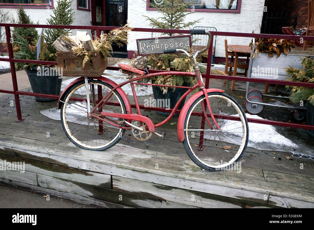 Repurposed vintage bicycle outside Mama's Happy upcycled shop on Grand Ave. St Paul Minnesota MN USA - Stock Image