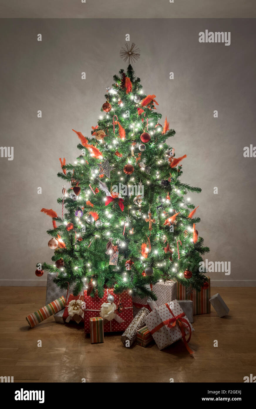Beautiful illuminated christmas tree in a living room - Stock Image