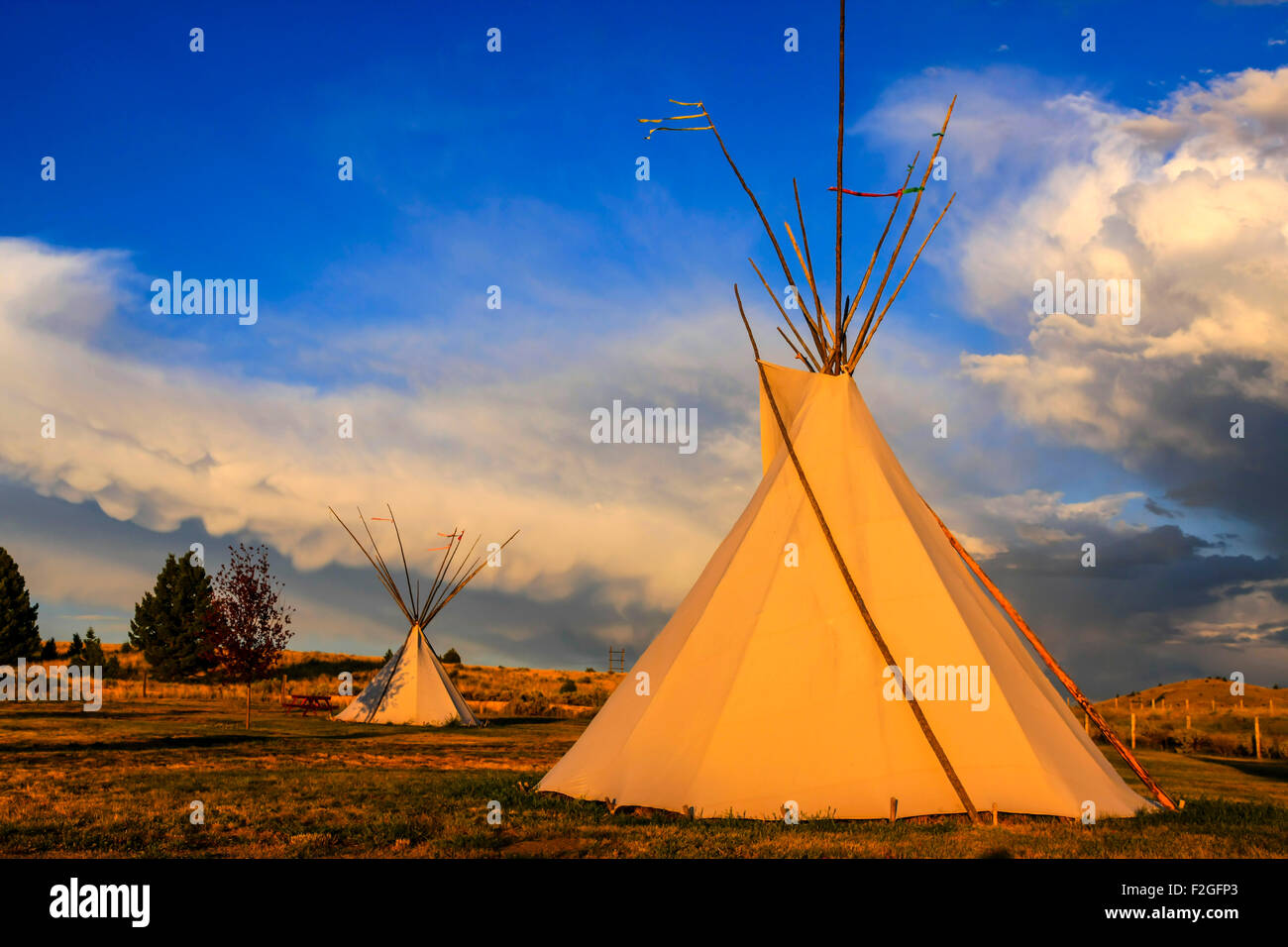 Native American Tepee on the Montana plains at sunset - Stock Image