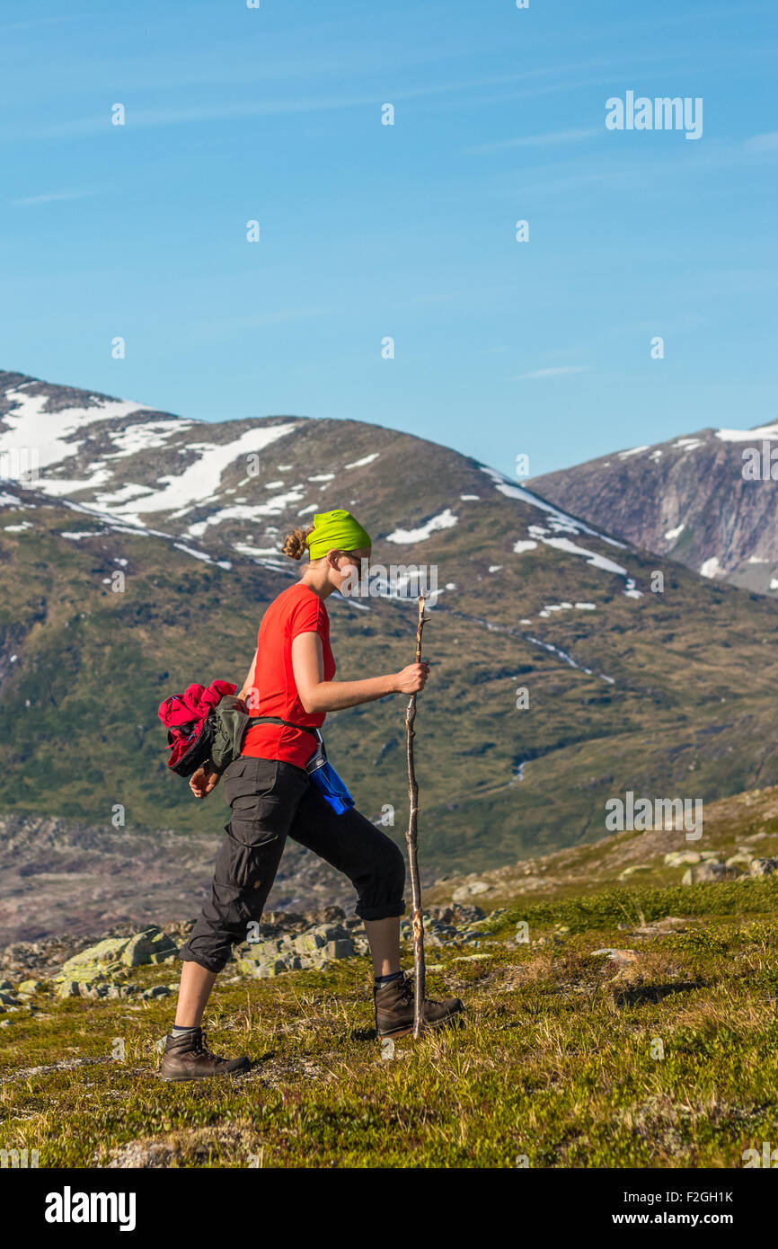 Young woman hiking in Norway - Stock Image