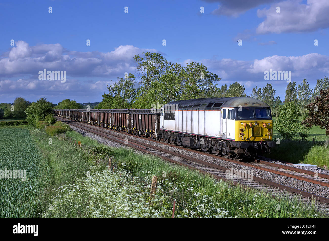 56103 heads through Norton, Worcestershire with 6Z34 11:45 Darlington - Cardiff Tidal scrap on 31st May 15 - Stock Image