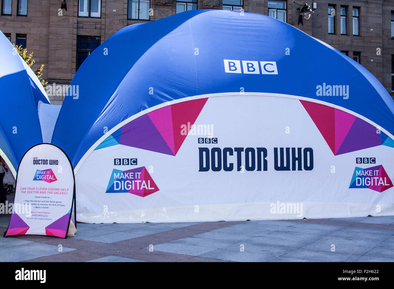 """Dundee, Tayside, Scotland, UK, 19th September 2015. Crowds gather on opening day of The BBC """"Make It Digital"""" weekend - Stock Image"""