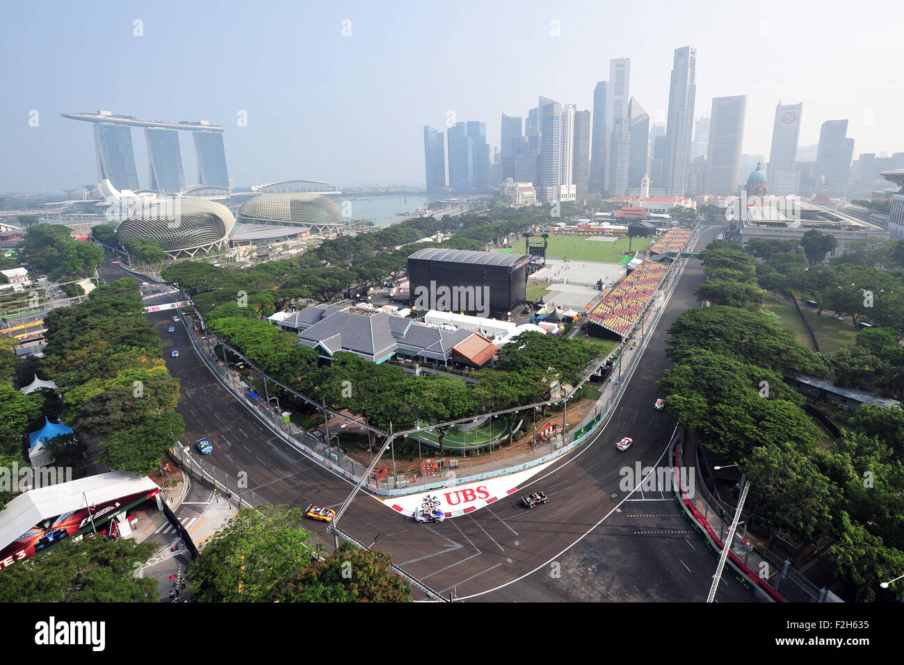 Singapore. 19th Sep, 2015. Haze looms over Singapore's Marina Bay Street Circuit, on Sept. 19, 2015. The three - Stock Image