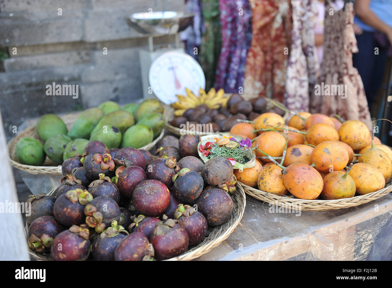 Local fruit, mangosteen, mango, banana, salak at the local market in Monkey Forest Street, Ubud Bali - Stock Image