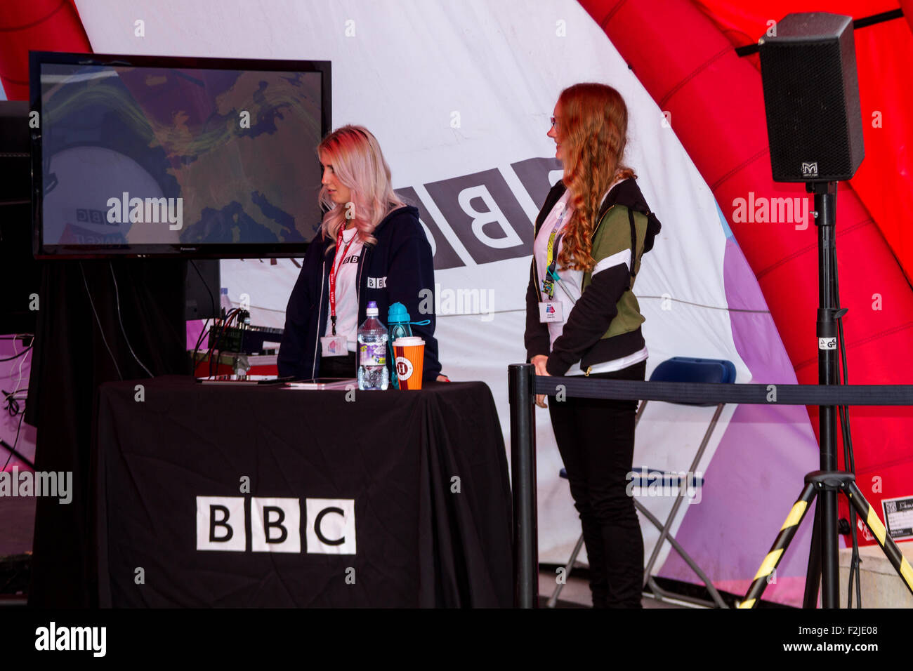 "Dundee, Tayside, Scotland, UK, 20th September 2015. Crowds gather on last day of The BBC ""Make It Digital"" weekend Stock Photo"