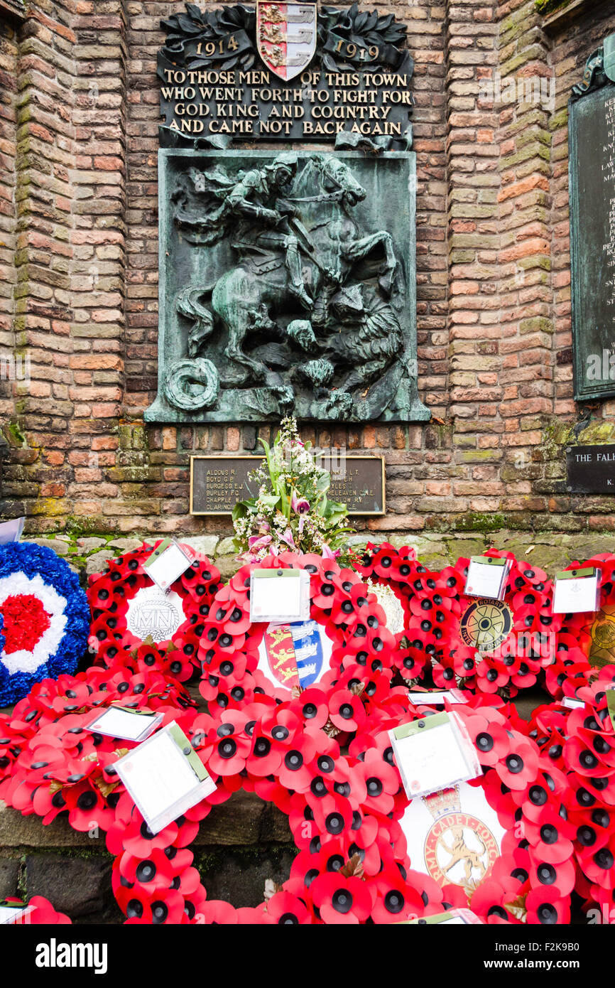 England, Sandwich. Remembrance Sunday. Poppies and wreaths laid at the war memorial on remembrance sunday - Stock Image