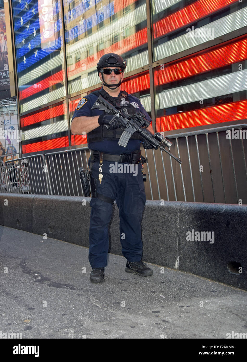 Portrait of a policeman from the NYPD Emergency Services unit patrolling in Times Square, Manhattan, New York City. - Stock Image